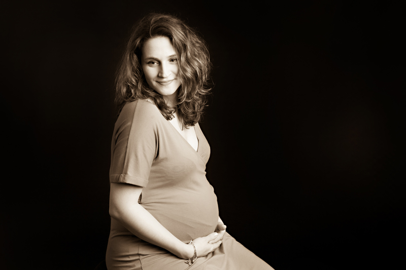 studio-maternity-pregnancy-portraits