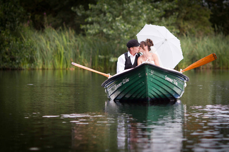 bride-groom-kissing-boat