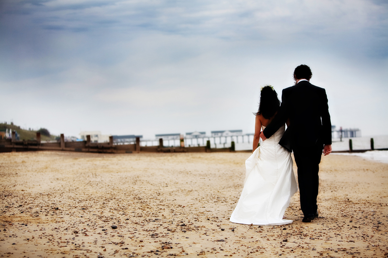 bride-groom-suffolk-coast-beach